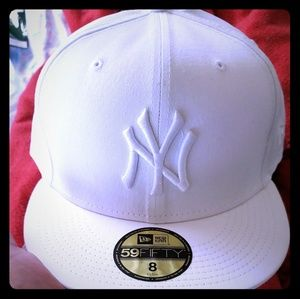 New Era white New York Yankees fitted size 8